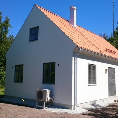 Nybyggt målas i Eskelhem.